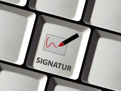 Tastatur und Kennzeichnung einer Taste mit Signatur