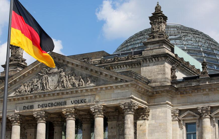 Foto des Bundestags in Berlin_Wettbewerbsregisters beschlossen